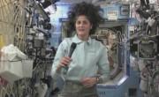 Astronavtka Sunita Williams v lebdečem stanju na krovu mednarodne vesoljske postaje ICC