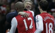Thierry Henry, Arsenalova #12 v objemu Arsena Wengerja s Squillacijem v ozadju
