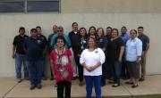 Na fotografiji so zaposleni v kulturno - zgodovinskem centru staroselskega ljudstva Muscogee v Oklahomi