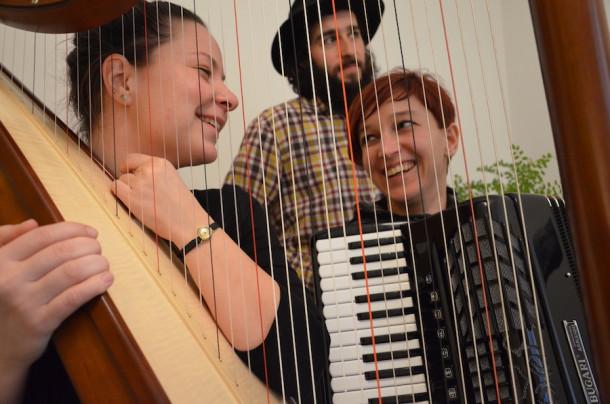 Bakalina in Zvezdana Novakovič (foto: www.macefizelj.si)