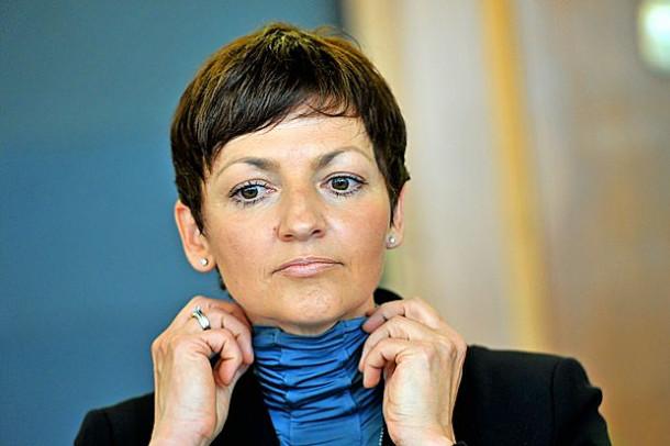 Maja Makovec Brenčič, ministrica za izobraževanje (fotografija: Slovenska tiskovna agencija)